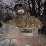 Jordy als boordschutter op zijn tank